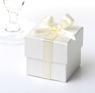 Ivory Favour Box with Ivory Ribbon (10)